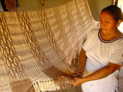 Weaving the Tierra hammock